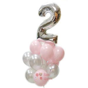 Композиция из розовых и серебряных шаров с цифрой