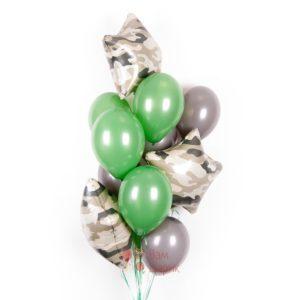 Композиция из серых и зеленые шаров со звездами хаки