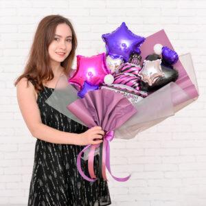 Стильный мини-букет из шаров для девушки