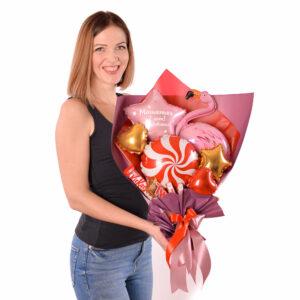 Букет из мини-фигур и сладостей для девушки
