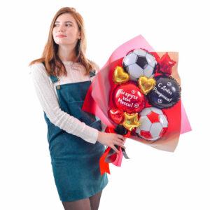 Букет: Красный и черный футбольные мячи и круги с надписями, золотые и красные сердца и звезды мини