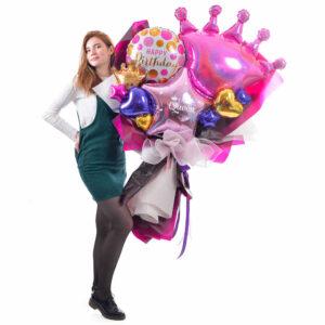 Букет для девушки на день рождения с розовой короной