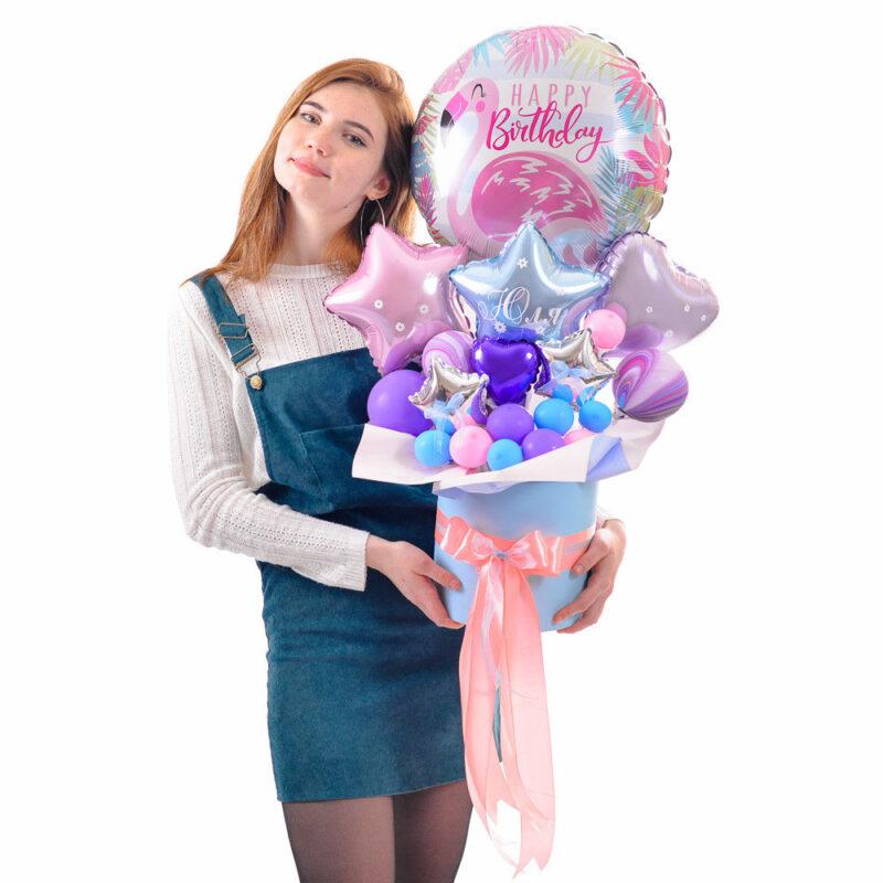 Композиция: Круг фламинго Happy birthday c розовыми, голубыми и сиреневыми звездами и сердцами мини