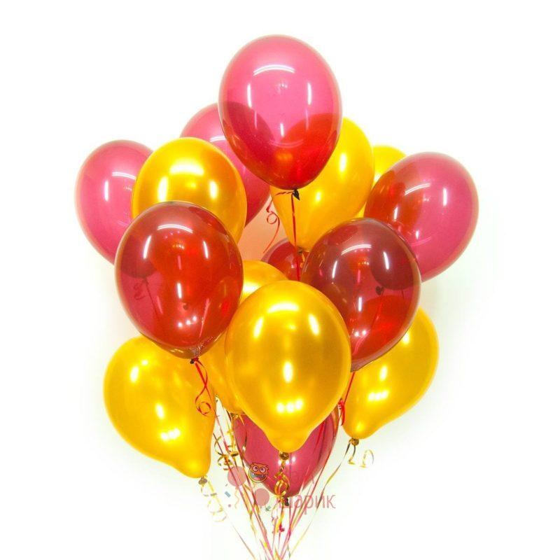 Облако из золотых шаров металлик и красных шаров кристалл