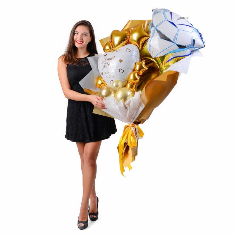Букет свадебный с золотым кольцом и белым сердцем с золотой надписью