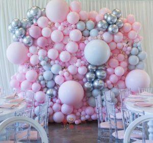 Оформление шарами стена из разноразмерных розовых и серебряных шаров 1 кв.м