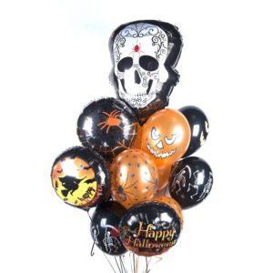 Облако черно-оранжевых шаров с тыквами и черепом на Хэллоуин