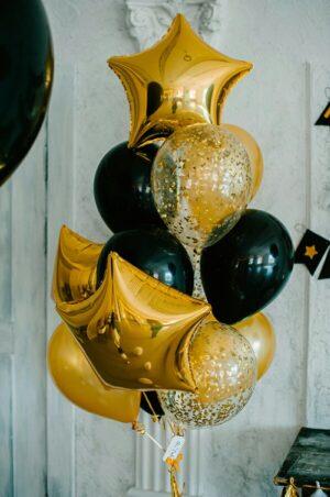 Оформление черными шарами