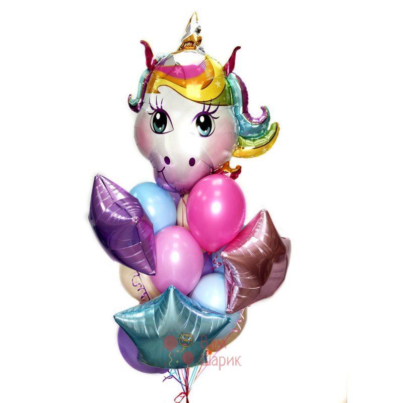 Композиция из нежных шаров со звездами и головой единорога