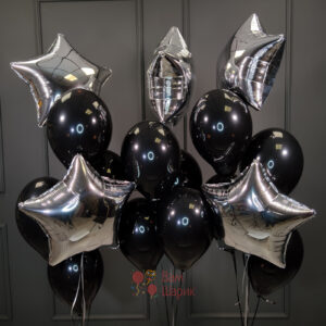 Композиция из черных шаров со звездами