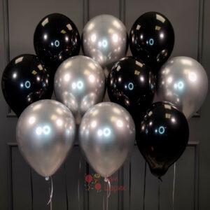 Облако черных и серебряных хромированных шаров