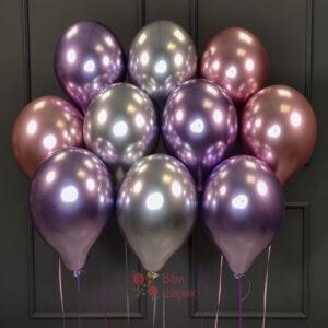 Облако розовых, фиолетовых и серебряных хромированных шаров