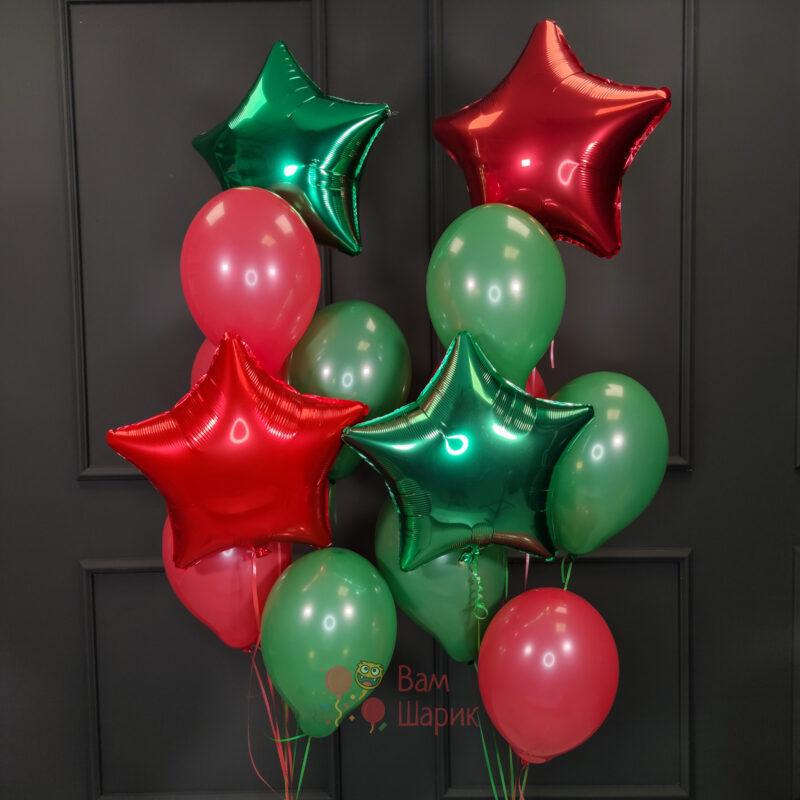 Композиция из красных и зеленых шаров и звезд на НГ