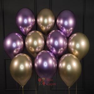 Облако фиолетовых и золотых хромированных шаров