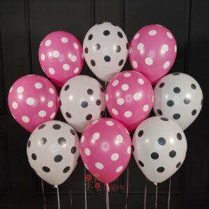 Воздушные шары белые и фуксия в точку