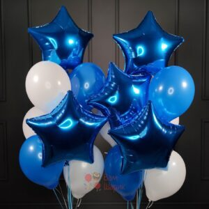 Композиция бело-синих шаров со звездами
