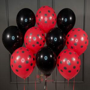 Облако черных и красных шаров в точку