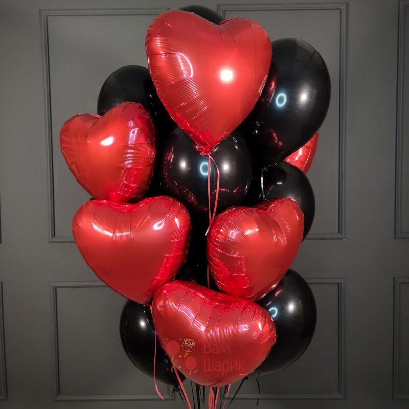 Композиция из красных сердце и черных шариков