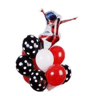 Композиция из черных красных и белых шаров с Леди Баг
