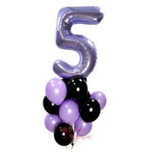 Композиция из черных и фиолетовых шаров с сиреневой цифрой