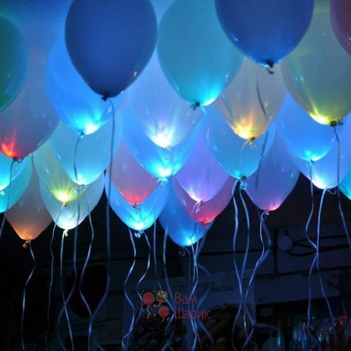 Светящиеся белые шары под потолок с мигающими разноцветными светодиодами