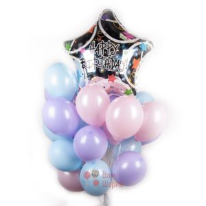 Композиция из воздушных шаров нежных цветов на день рождения с большой звездой Happy Birthday!